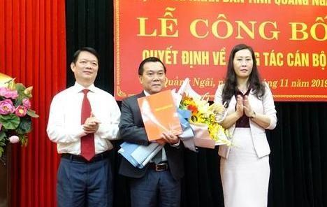 Lãnh đạo tỉnh Quảng Ngãi trao Nghị quyết và chúc mừng đồng chí Nguyễn Tấn Đức.