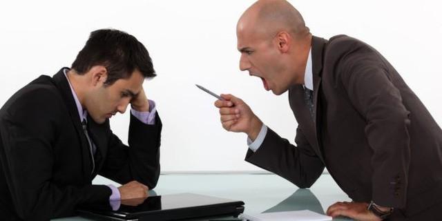 Nhân viên có quyền chấm dứt hợp đồng ngay không cần báo trước nếu bị sếp nhục mạ... (ảnh minh hoạ)