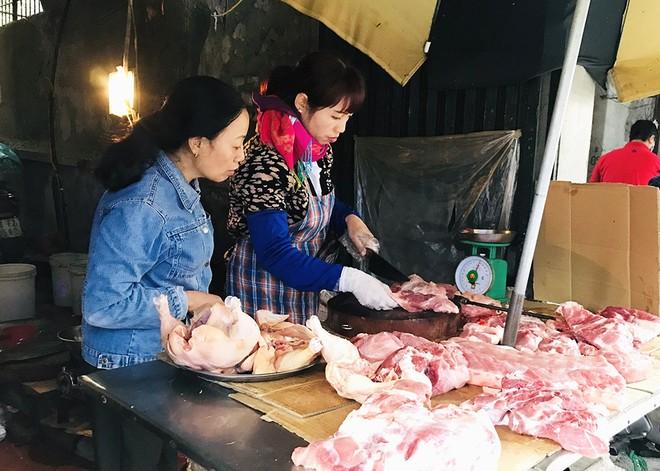 Giá thịt lợn tăng cao đột biến, chuẩn bị cán mốc 200.000 đồng/kg.