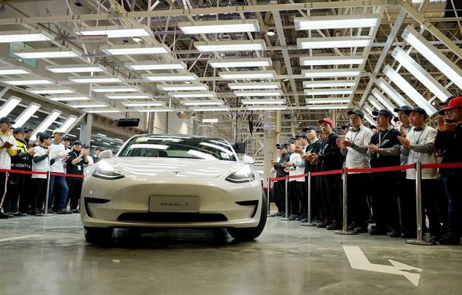 Mẫu xe điện Model 3 của Tesla tại lễ bàn giao ở nhà máy Thượng Hải, Trung Quốc, ngày 30/12/2019. (Ảnh: THX/TTXVN)