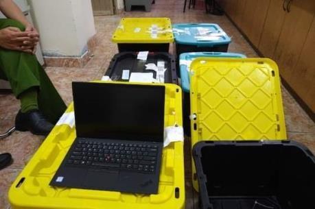 Triệt phá đường dây nhập lậu laptop và iPhone từ Mỹ về Việt Nam