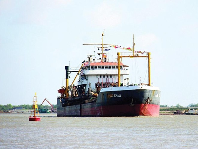 Vinawaco là doanh nghiệp uy tín trong lĩnh vực nạo vét thông luồng. Trong ảnh: Tàu nạo vét bùn Long Châu của Vinawaco.