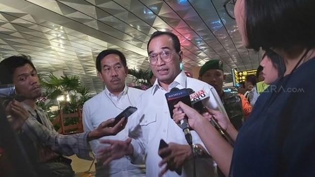 Bộ trưởng Giao thông Karya Sumadi trả lời phỏng vấn ở sân bay Soetta, Tangerang. (Nguồn: suara.com).