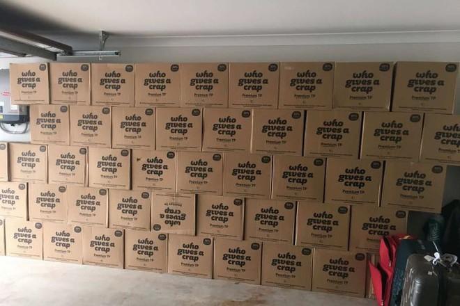 Mua nhầm 2.000 cuộn giấy vệ sinh trong mùa dịch