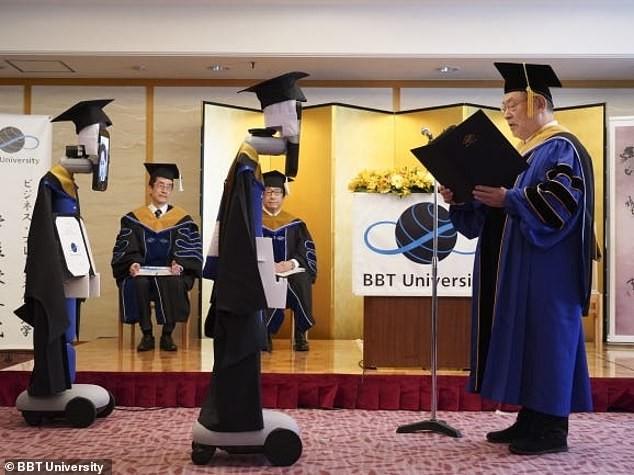Nhật Bản: Robot thế thân sinh viên nhận bằng tốt nghiệp ảnh 1