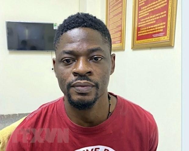 Đối tượng Ogo Emeka Donal, quốc tịch Nigeria, tại Cơ quan Công an. (Ảnh: TTXVN phát).