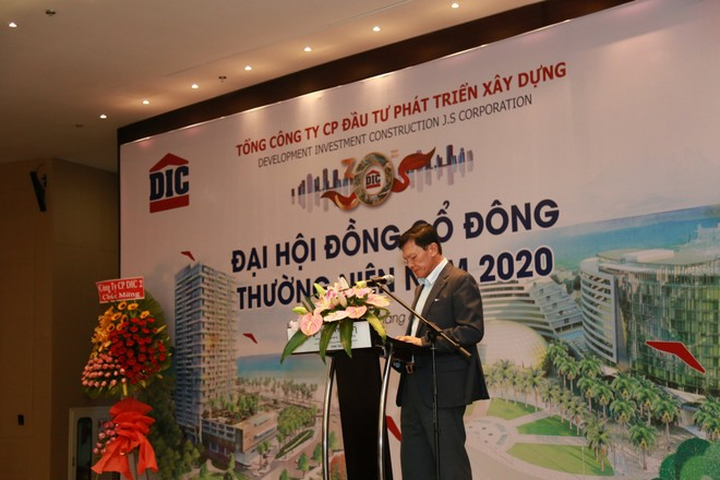 Ông Nguyễn Thiện Tuấn – Chủ tịch HĐQT DIG trình bày báo cáo của HĐQT về hoạt động năm 2019.