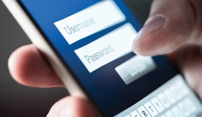 Rủi ro từ những vụ lộ, lọt thông tin tài khoản ngân hàng