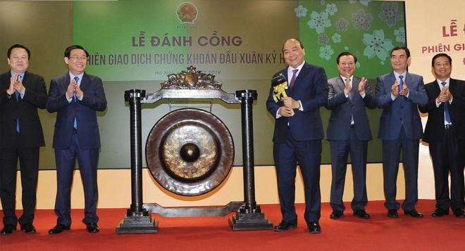 Đến với TTCK đầu Xuân 2019, Thủ tướng Nguyễn Xuân Phúc khẳng định, phát triển TTCK nhằm tạo ra kênh huy động vốn trung và dài hạn cho phát triển kinh tế là một chủ trương lớn và nhất quán của Đảng, Nhà nước.