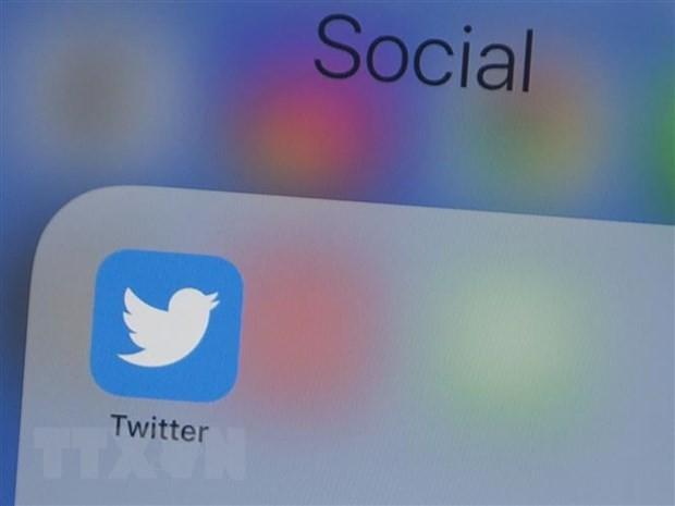 Biểu tượng Twitter trên màn hình điện thoại di động. (Nguồn: AFP/TTXVN).