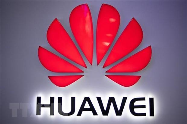 Biểu tượng của Tập đoàn Huawei tại một cửa hàng ở Bắc Kinh, Trung Quốc. (Nguồn: AFP/TTXVN).