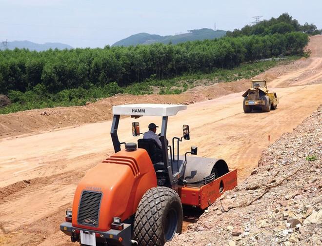 Đẩy nhanh tiến độ thị công tuyến cao tốc Bắc - Nam, đoạn qua Thừa Thiên Huế. Ảnh:A.M.