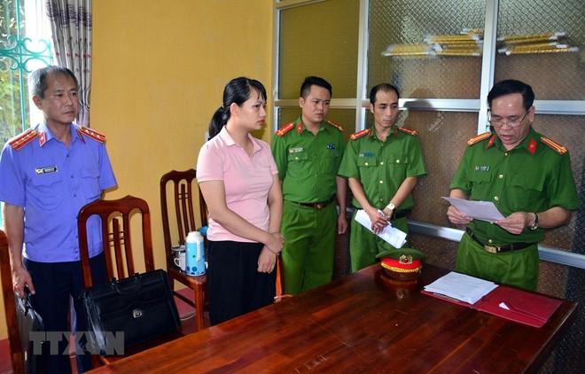Đối tượng Nguyễn Thị Hà Phương bị khởi tố tội tham ô tài sản. (Ảnh: TTXVN phát).