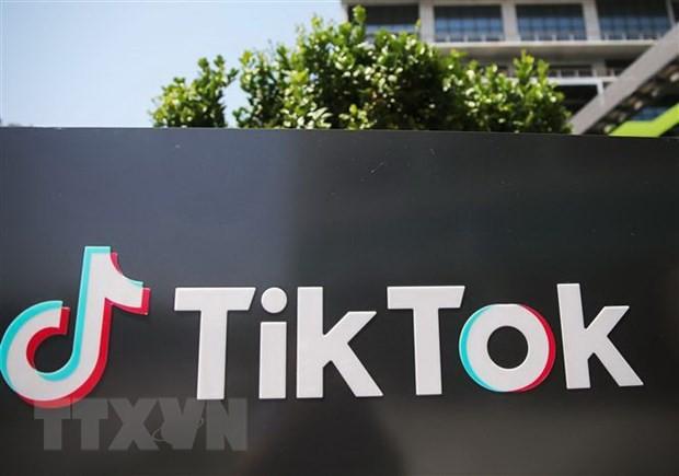 Biểu tượng TikTok bên ngoài văn phòng tại thành phố Culver, bang California, Mỹ. (Ảnh: AFP/TTXVN).