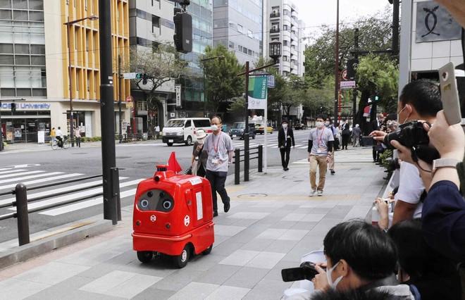 Nhật Bản ra mắt robot tự động chuyển phát hàng hóa