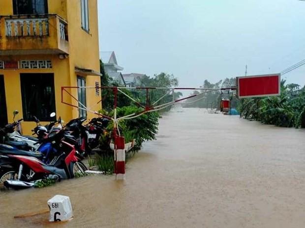 Đường ray đoạn qua một số tỉnh miền Trung bị ngập nước do mưa lũ lớn nên không thể tổ chức chạy tàu. (Ảnh: Facebook Câu lạc bộ đam mê Đường sắt).