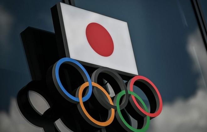 Biểu tượng Olympic bên ngoài Bảo tàng Olympic tại Tokyo, Nhật Bản. (Nguồn: AFP).