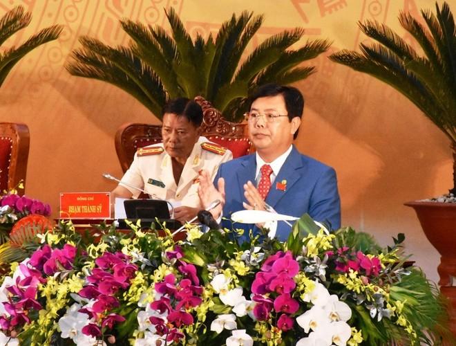 Đồng chí Nguyễn Tiến Hải phát biểu tại Đại hội. Ảnh: Báo Cà Mau.