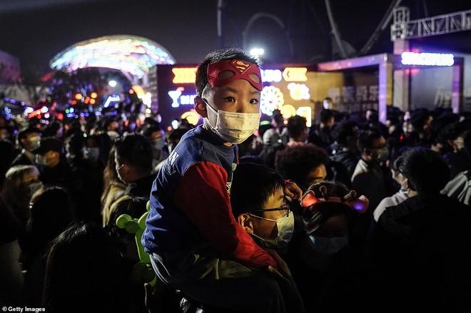 Khách du lịch khắp nơi đổ về Vũ Hán tham dự ngày lễ Halloween ảnh 7