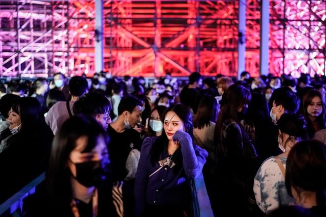 Khách du lịch khắp nơi đổ về Vũ Hán tham dự ngày lễ Halloween ảnh 3