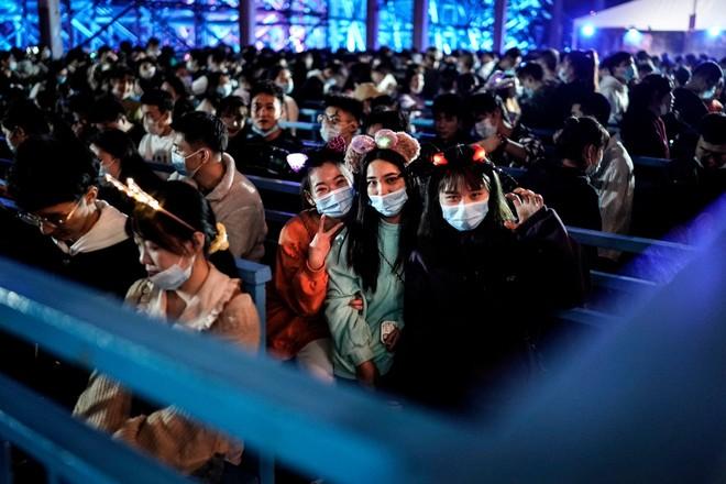 Khách du lịch khắp nơi đổ về Vũ Hán tham dự ngày lễ Halloween ảnh 9