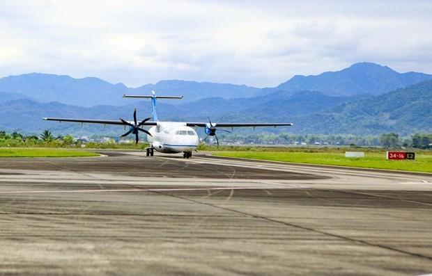 Máy bay hạ cánh tại Cảng hàng không Điện Biên Phủ. (Ảnh: Xuân Tư/TTXVN).