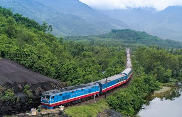 Ngành đường sắt đưa ra chương trình giảm vé tàu để kích cầu khách đi lại bằng tàu hỏa. (Ảnh: Minh Sơn/Vietnam+).