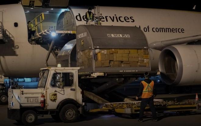 Máy bay chở vaccine ngừa Covid-19 tại sân bay quốc tế Montreal-Mirabel, ở Quebec, Canada, ngày 13-12. (Ảnh: Reuters).