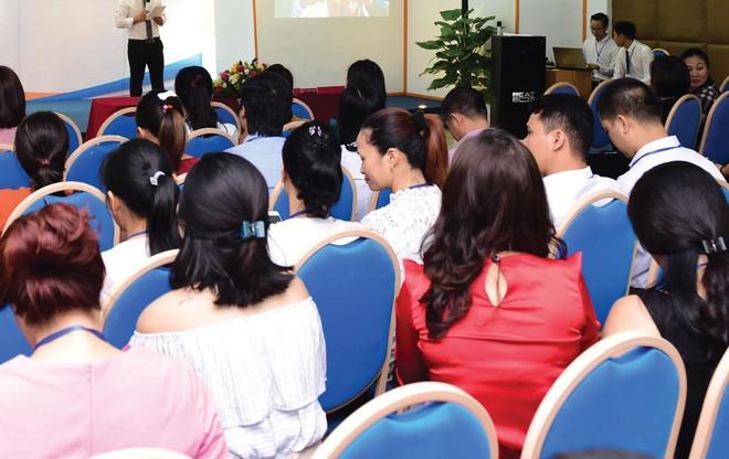 Các khóa học làm giàu nhanh của kênh bán hàng đa cấp và giao dịch ngoại hối thu hút hàng ngàn người tham gia. Ảnh: Dũng Minh.