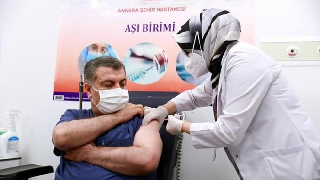 Thổ Nhĩ Kỳ bắt đầu tiêm vaccine ngừa Covid-19. (Ảnh: Reuters).