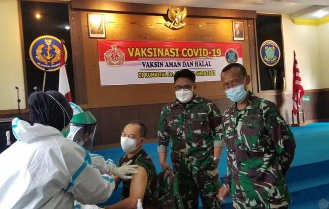 Indonesia tiêm chủng vaccine Covid-19 cho sĩ quan quân đội (Nguồn : tni.mil.id).