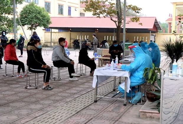Ngành y tế tỉnh Bắc Ninh tiến hành điều tra dịch tễ đối với người dân tại xã Lâm Thao, huyện Lương Tài. (Ảnh: Thanh Thương/TTXVN).