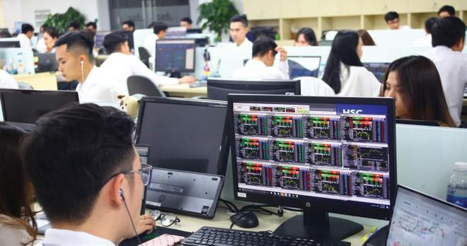 So với các nước trong khu vực, thị trường chứng khoán Việt Nam vẫn chưa thực sự đủ lớn về quy mô, mức độ chuyên nghiệp và hiện đại.