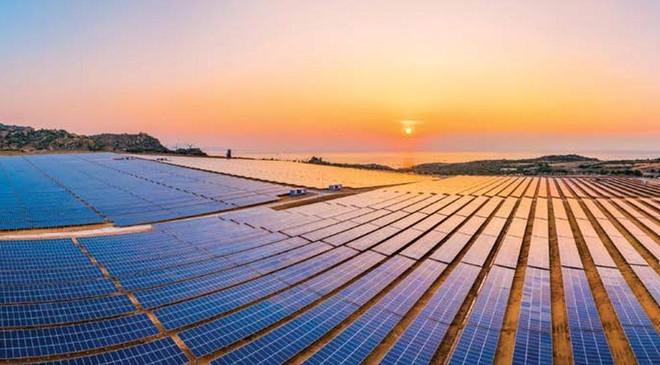 Mạng lưới truyền tải điện chưa đồng bộ với công suất phát điện mặt trời.
