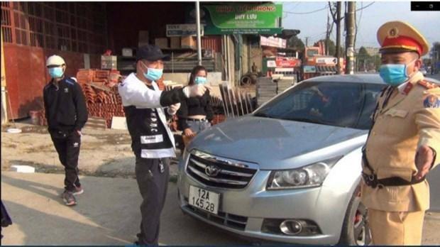 Tài xế vi phạm giao thông bị cảnh sát giao thông xử lý. (Nguồn: VOV).