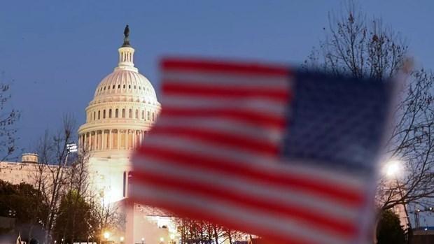 Quốc kỳ và tòa nhà Thượng viện Mỹ. (Ảnh: AFP).