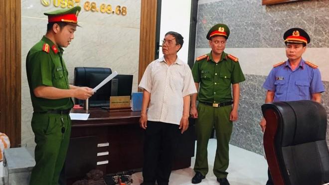Thi hành các quyết định khởi tố bị can, lệnh bắt tạm giam 4 tháng đối với ông Bùi Văn Ần.