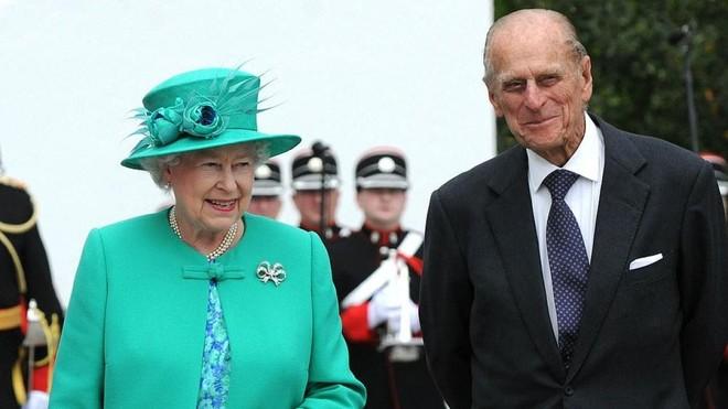Nữ hoàng Anh Elizabeth và phu quân, Hoàng thân Philip (Ảnh: Daily Mail).
