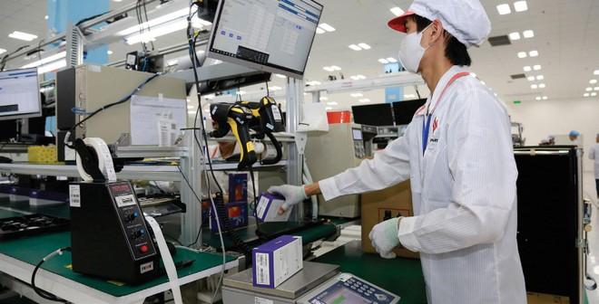Nhu cầu khổng lồ của thế giới cho các thiết bị điện tử là động lực chính thúc đẩy năng suất công nghiệp. Ảnh: Dũng Minh.