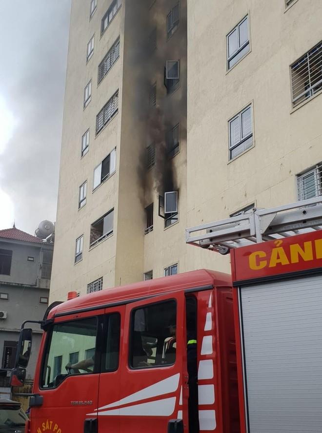 Nghệ An: Kịp thời khống chế đám cháy tại tầng 3 chung cư Trường Thịnh ảnh 1