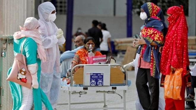 Ấn Độ ghi nhận số ca mắc Covid-19 mới cao kỷ lục. Ảnh: Sky News.