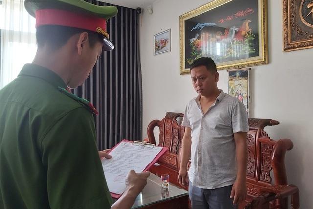 Công an Đà Nẵng đọc quyết định bắt tạm giam Nguyễn Lâm Xinh.