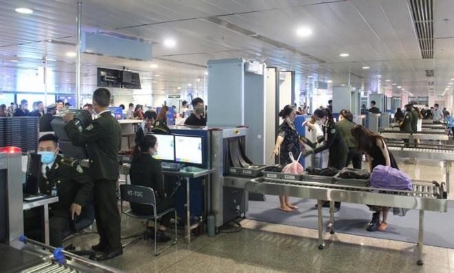 Cục trưởng Cục Hàng không Việt Nam đã có quyết định áp dụng biện pháp kiểm soát an ninh hàng không tăng cường cấp độ 1 tại các cảng hàng không, sân bay.