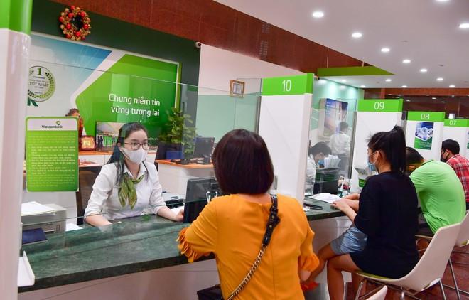 Vietcombank giảm lãi suất tiền vay và phí để hỗ trợ khách hàng bị ảnh hưởng bởi đại dịch Covid-19 tại Bắc Giang và Bắc Ninh