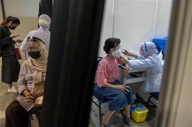 Tiêm chủng vaccine ngừa COVID-19 tại Kuala Lumpur, Malaysia, ngày 31/5/2021. (Ảnh: THX/TTXVN).