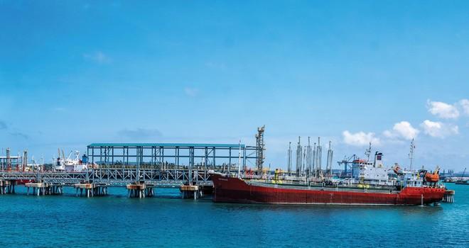 Hoạt động xuất bán sản phẩm của Nhà máy lọc dầu Dung Quất.