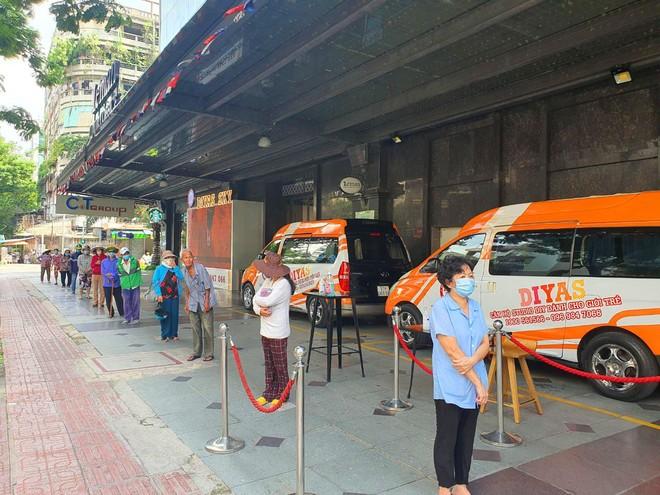 TP.HCM: Sau ATM gạo lại đến ống trượt cơm giúp người nghèo ảnh 8