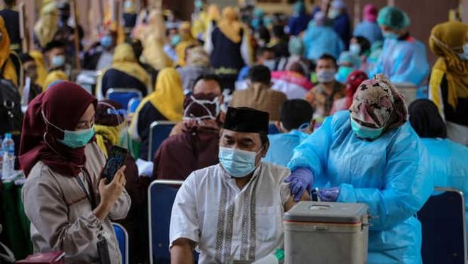 Hơn 15 triệu người Indonesia đã hoàn thành 2 mũi tiêm vaccine Covid-19. Nguồn: Berita Satu.