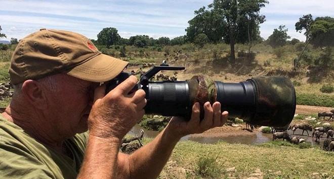 Thót tim trước cảnh sư tử đực phát hiện ra có người chụp trộm, tuy nhiên hành động sau đó của nó khiến ai cũng phải kinh ngạc ảnh 1