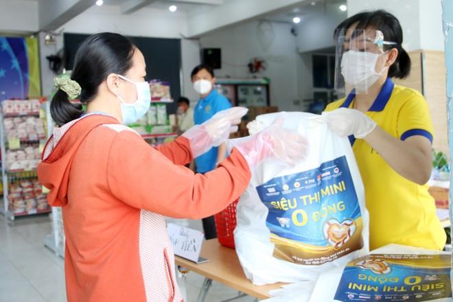 PNJ mở nhiều siêu thị 0 đồng để hỗ trợ người dân bị ảnh hưởng bởi Covid-19 ảnh 6